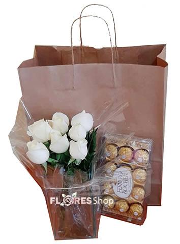 2984 Vaso de rosas Brancas e Bombons