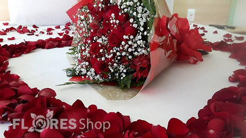 389 Kit Rosas Colombianas e Pétalas